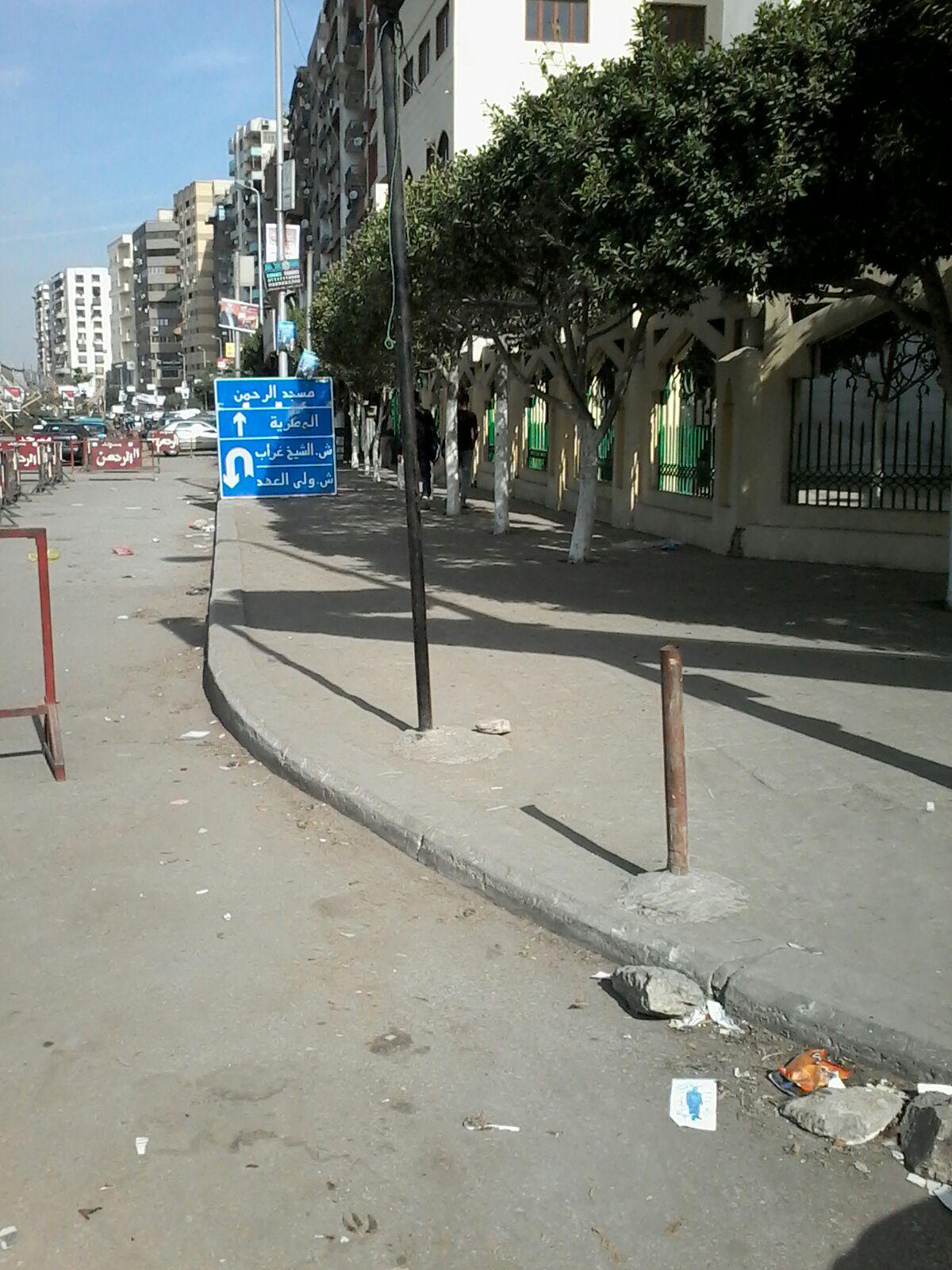 بالصور.. اقتطاع حارات مرورية أمام مسجد بحدائق القبة