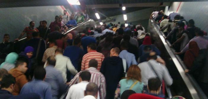 بالصور.. تأخر قطارات مترو الخطين الثاني والثالث.. وتكدس الركاب 📷