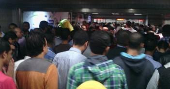 بالصور.. تأخر قطارات مترو الخطين الثاني والثالث.. وتكدس الركاب