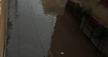 بالصور.. مياه السيول والصرف تزيد معاناة مواطني المحمودية بالبحيرة