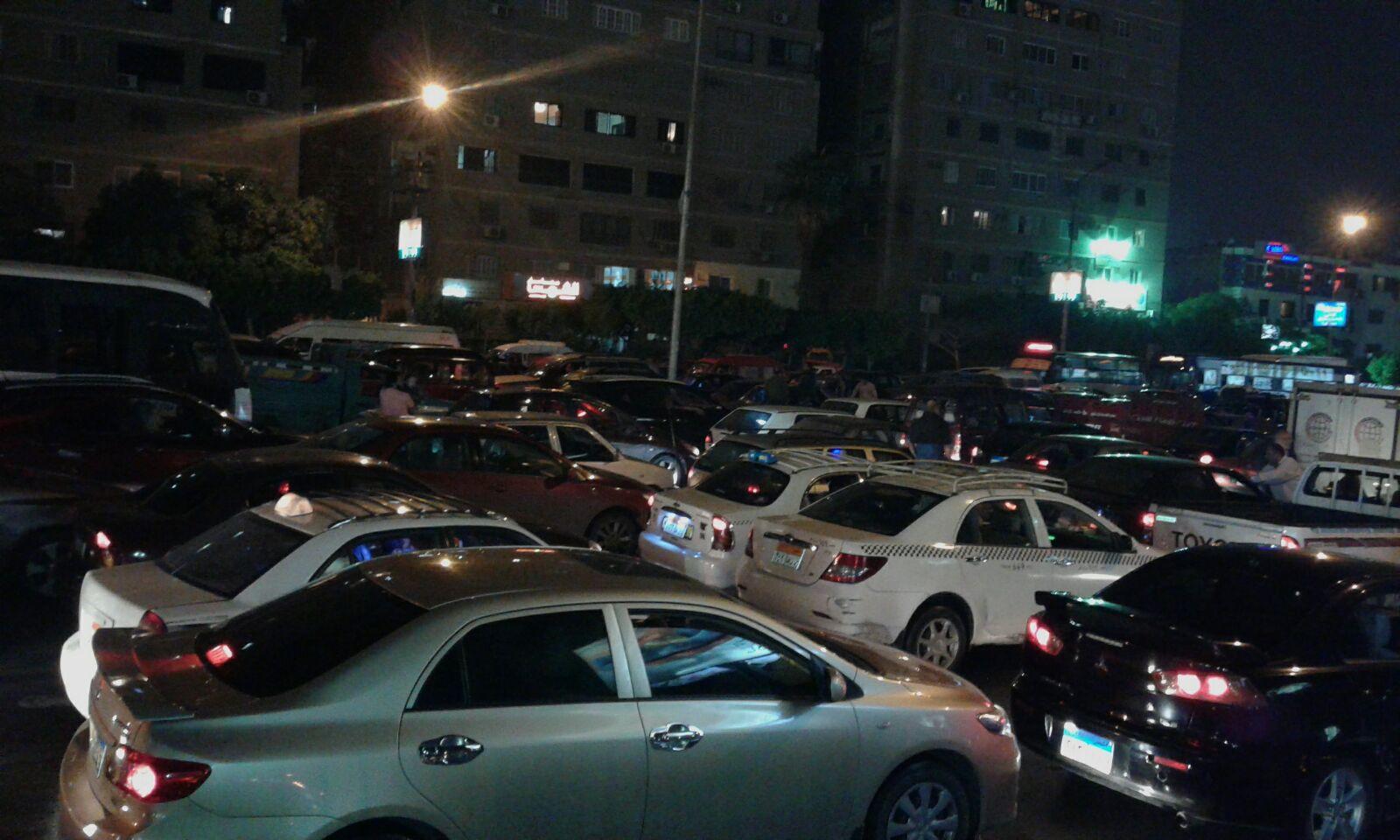 مصر ركنت في صلاح سالم.. والمرور متوقف تمامًا