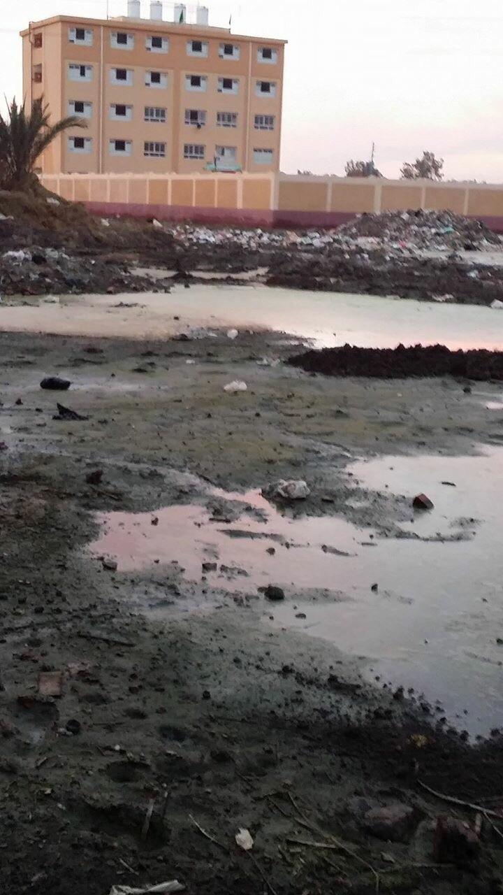 «برمبال» تعاني من الشتاء الأخير.. والصرف يغمر الشوارع والمنازل