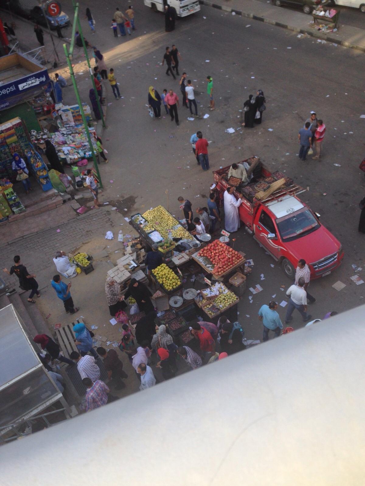 مواطنون بـ«أرض اللواء» يشكون فوضى الباعة الجائلين وألفاظهم الجارحة