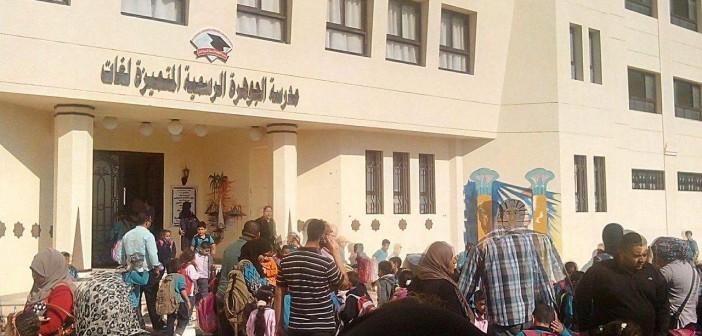 📷  بالصور.. إضراب 80 مُدرسة بإحدى مدارس الغردقة للمطالبة بالتعيين