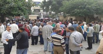 وقفة العاملين في «تحكيم واختبارات القطن» لإقالة مجلس إدارتها