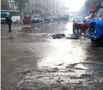 انفجار ماسورة مياه بشبرا الخيمة يعرقل وصول الناخبين إلى لجان التصويت