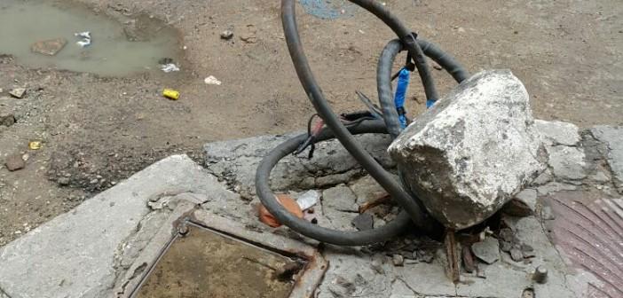 📷| مواطنون يحذرون من أسلاك كهرباء عارية في خالد بن الوليد بالإسكندرية