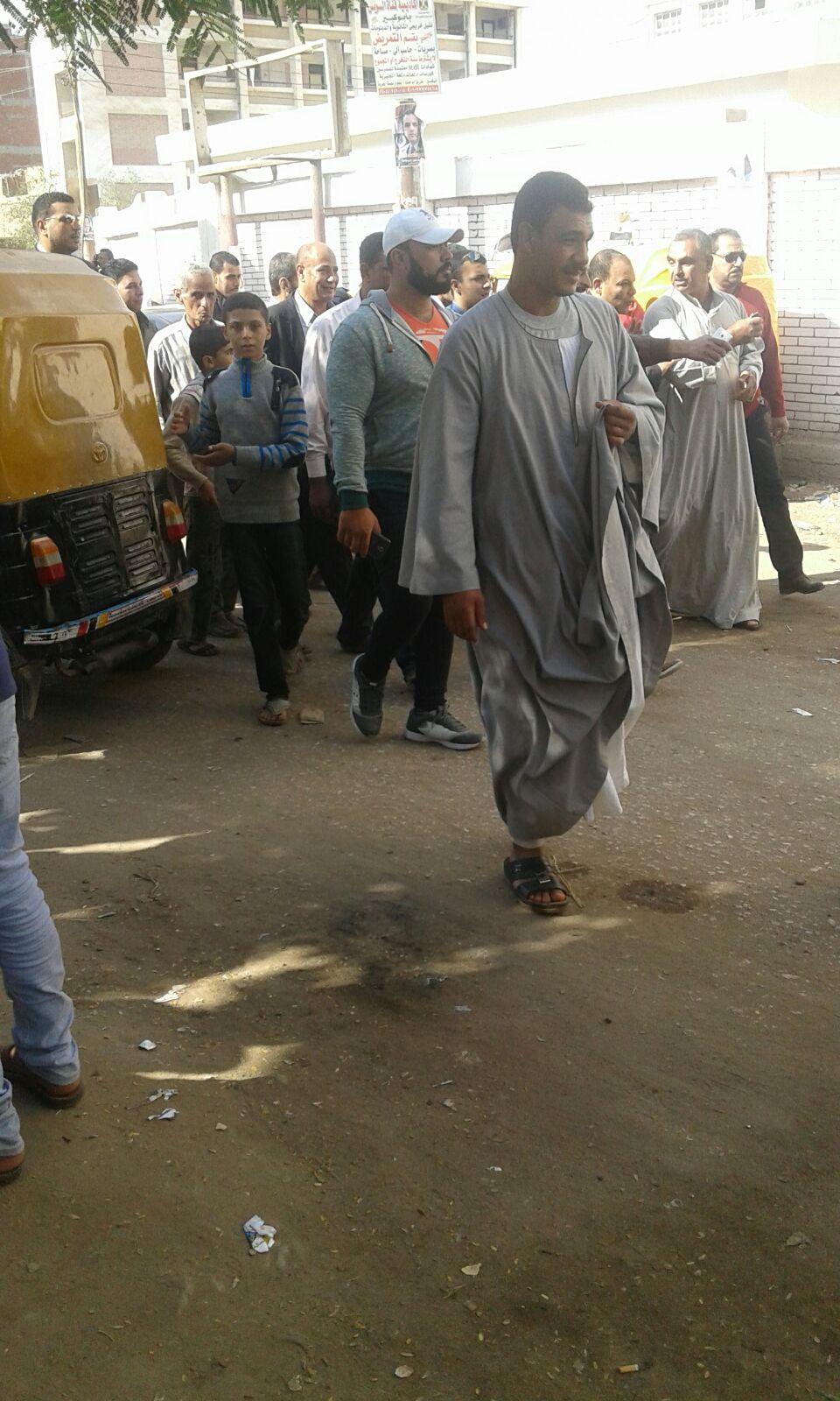 مسيرة لأحد مرشحي «مستقبل وطن» قرب لجان انتخابية بالشرقية