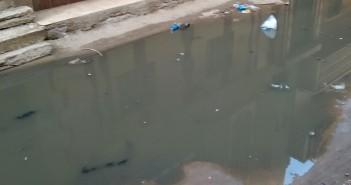 غرق شارع بالحسينية في مياه الصرف الصحي
