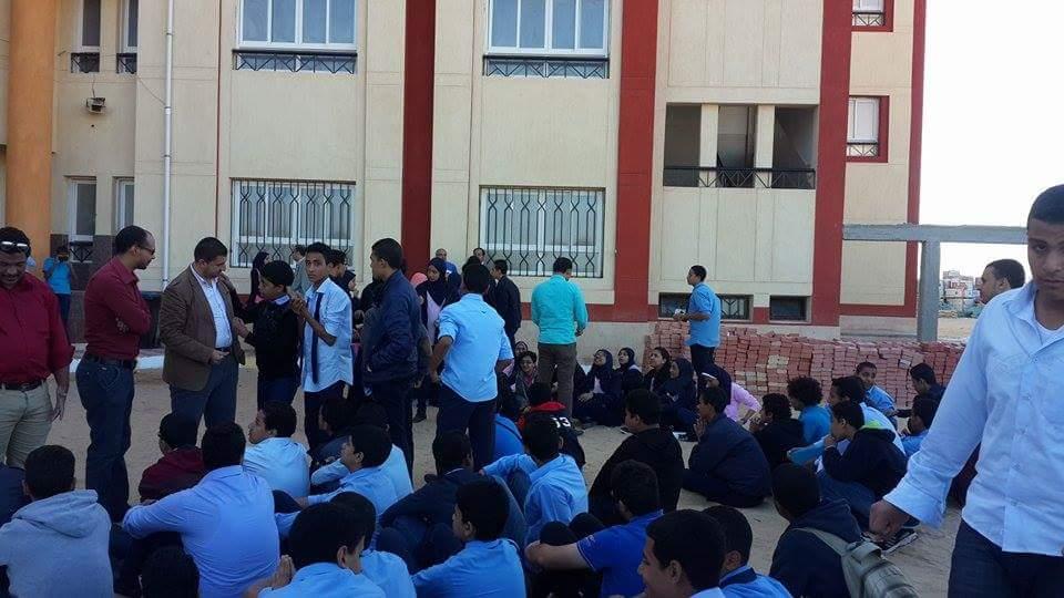 بالصور.. احتجاجات طلابية بالبحر الأحمر: لا إنترنت بالمدرسة.. ولم نتسلم «اللاب توب»