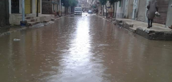 بالصور.. شوارع ومنازل شبراخيت تحت حصار الأمطار والسيول 📷