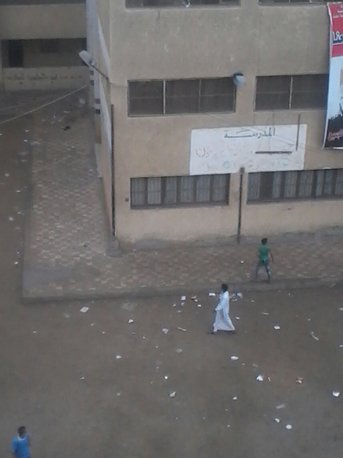 مدرسون بجلابيب ودراجات وسيارات في إحدى مدارس أوسيم بالجيزة