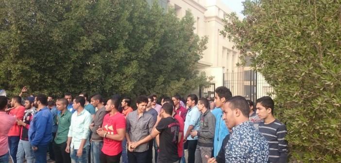 بالصور.. طلاب جامعة النهضة يواصلون اعتصامهم.. ويمنعون دخول أعضاء هيئة التدريس