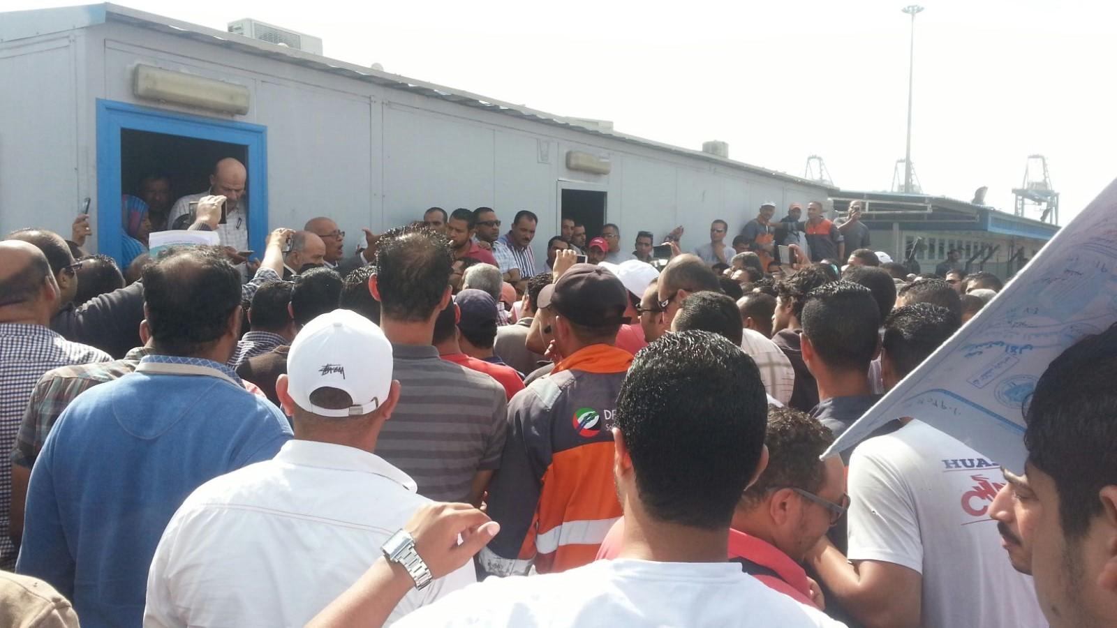 إضراب مستخلصي جمرك ميناء السخنة احتجاجًا على إجراءات «تُعطل العمل»