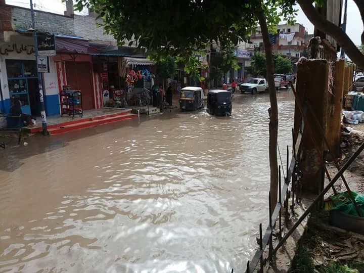 الأمطار تغرق قرية «الكفاح» بالبحيرة.. وتضرب أسقف البيوت