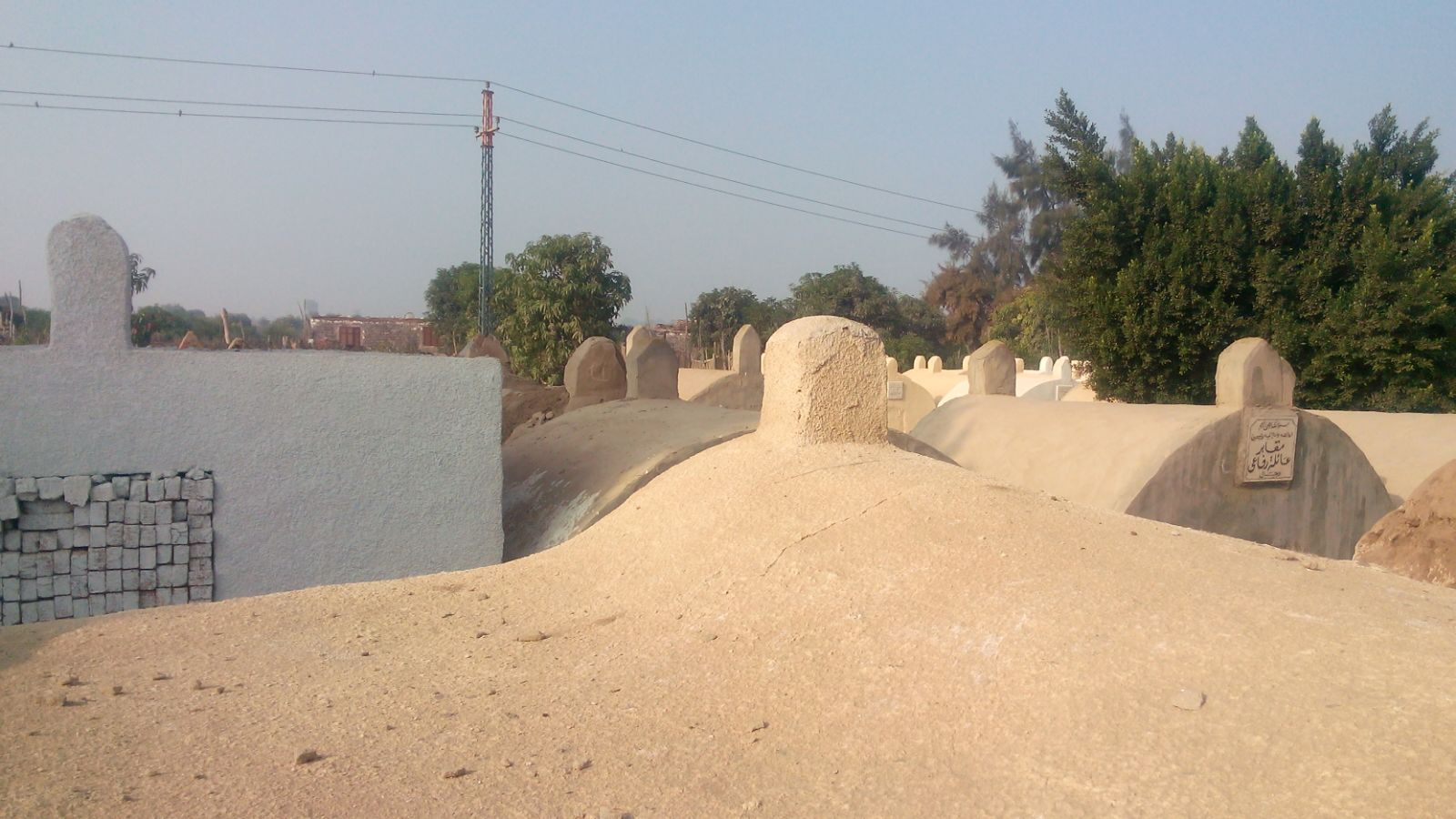 مقابر «القطا» بالجيزة بدون إنارة