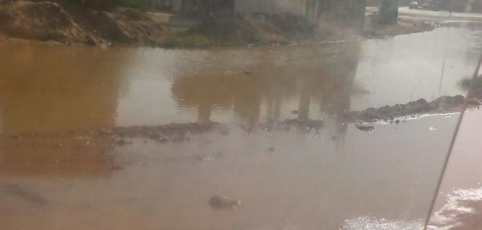 📷| بالصور.. غرق طريق الصداقة في أسوان