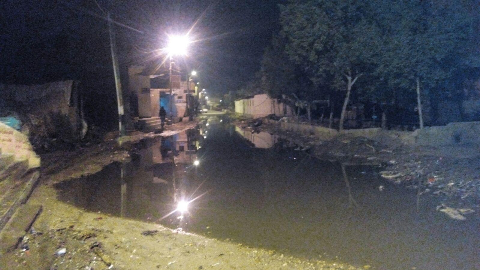 طفح الصرف الصحي في إحدى قرى الجيزة دون حل