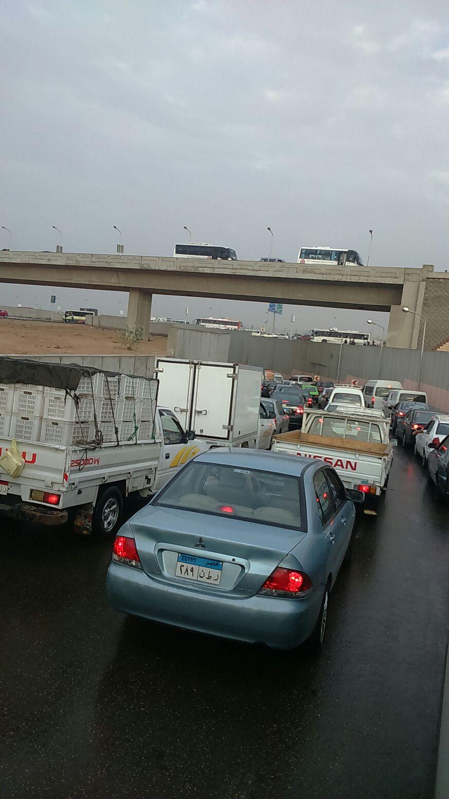 بالصور.. القاهرة «باركينج كبير».. المطر يشُل المرور على طرق ومحاور رئيسية بالعاصمة