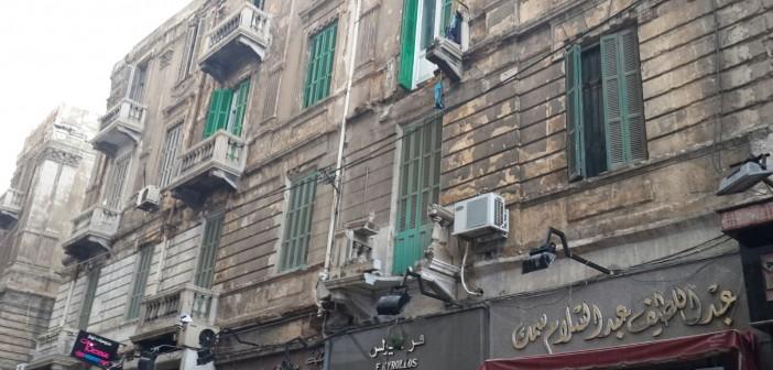 بالصور.. سقوط بلكونتي عقار بشارع فرنسا في الإسكندرية 📷