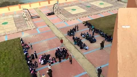 طلاب مدرسة المتفوقين بالدقهلية يحتجون على خلوها من الإمكانيات