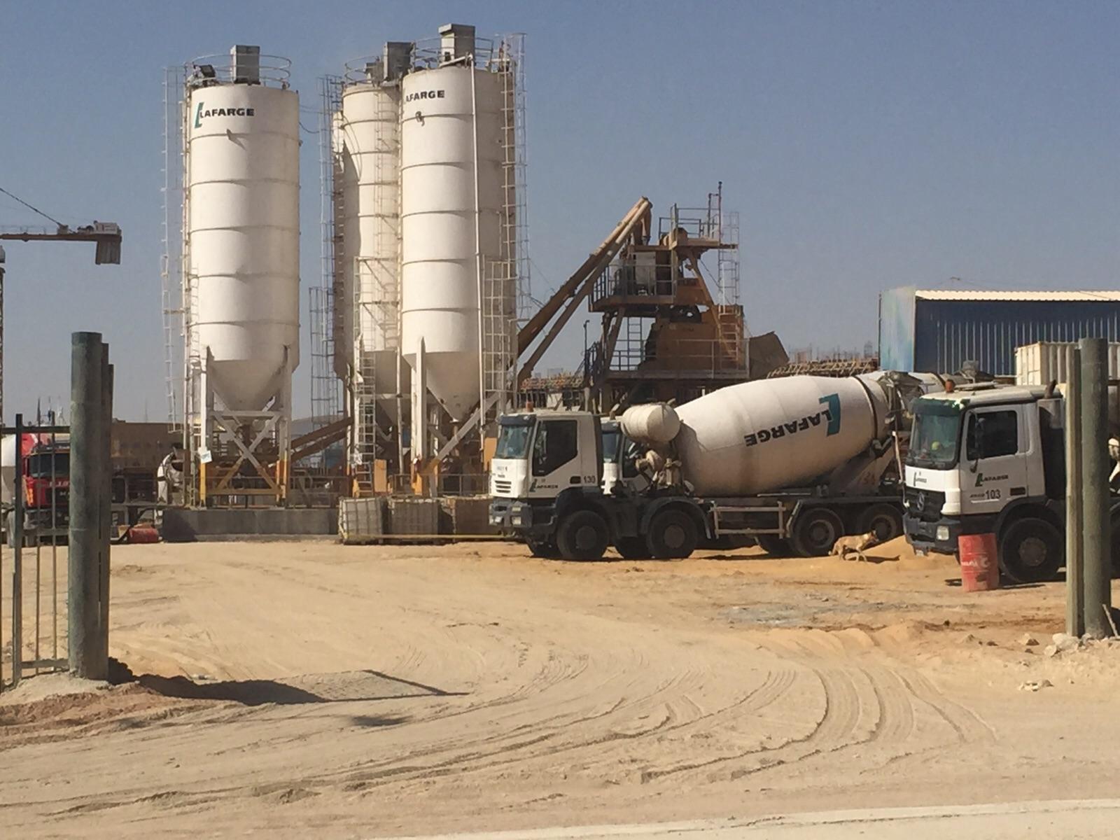مواطنون يشكون تلوث وإزعاج مصنع خرسانة جاهزة بالتجمع الخامس