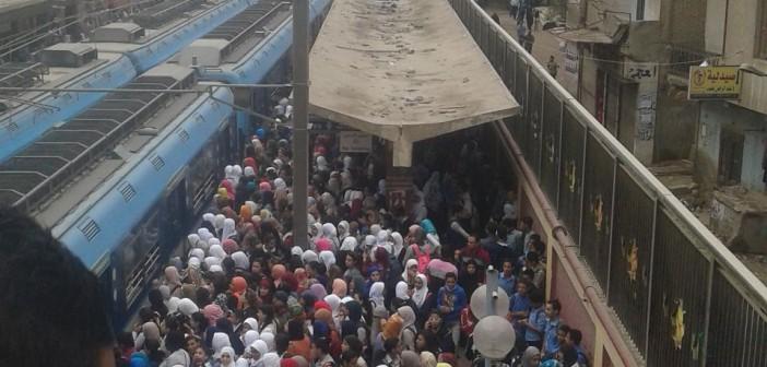 بالصور.. زحام في مترو عزبة النخل.. وحدوث حالات إغماء 📷