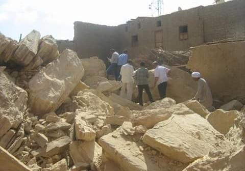 بالصور.. انهيار صخري يحطم 6 منازل شمال أسوان دون سقوط ضحايا