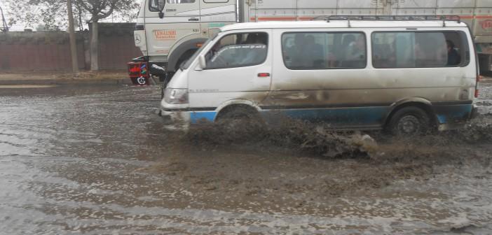 بالفيديو والصور.. بطء حركة المرور في حلوان.. وتأثرها بالأمطار 📷▶