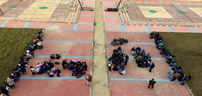 📷| بالصور.. طلاب مدرسة المتفوقين بالدقهلية يحتجون لخلوها من الإمكانيات