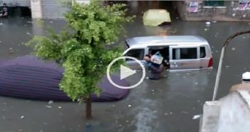 الإسكندرية.. مواطن ينقذ تلاميذ مدارس غرقت سيارتهم غرقت في مياه الأمطار