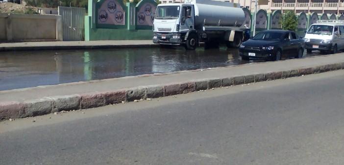 📷| الصرف يضرب عمارة سكنية بحي العقاد في أسوان