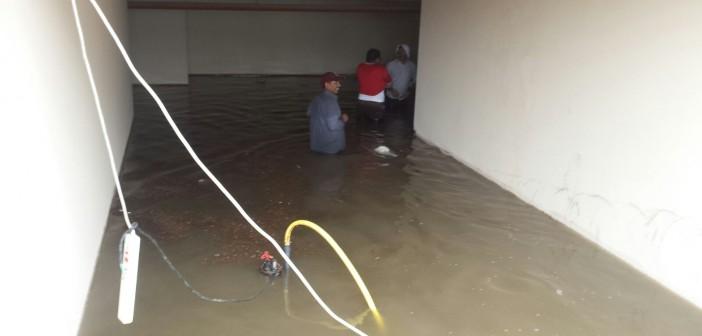 📷| بالصور.. الأمطار تحاصر عائلة مصرية في قطر لساعات.. وتغرق محل إقامتها