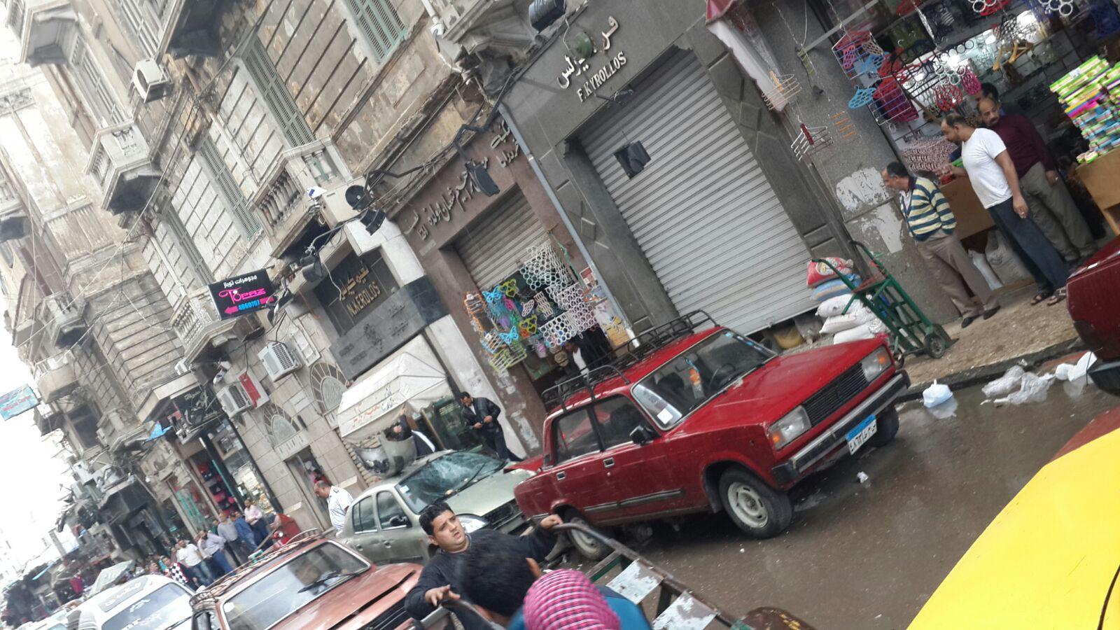 بالصور.. سقوط بلكونتين في عقار قديم بالإسكندرية