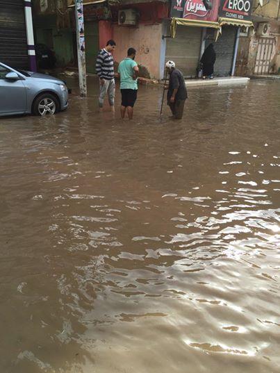 غرق شوارع في دكرنس بعد موجة من الأمطار الغزيرة