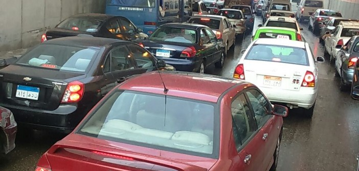 بالصور والفيديو.. القاهرة «جراج كبير».. المطر يشُل المرور على طرق رئيسية بالعاصمة 📷 ▶