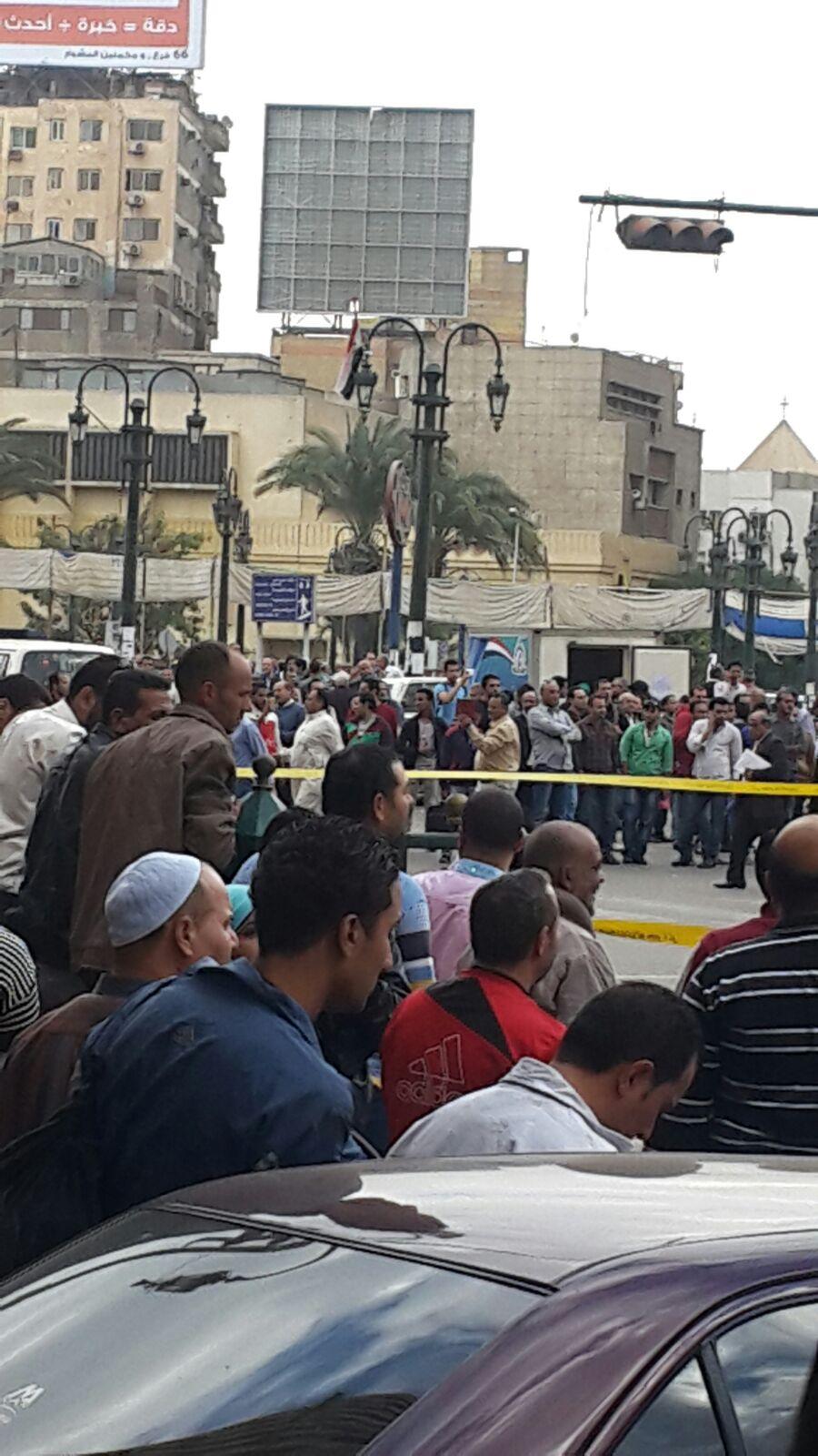 بالصور.. العثور على جسم غريب أمام مسجد الفتح.. وطوق أمني بميدان رمسيس