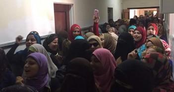 احتجاج عاملات بـ«النصر للبترول» ضد إلغاء «ساعة الأمومة».. وإلزامهن بالحضور في السابعة