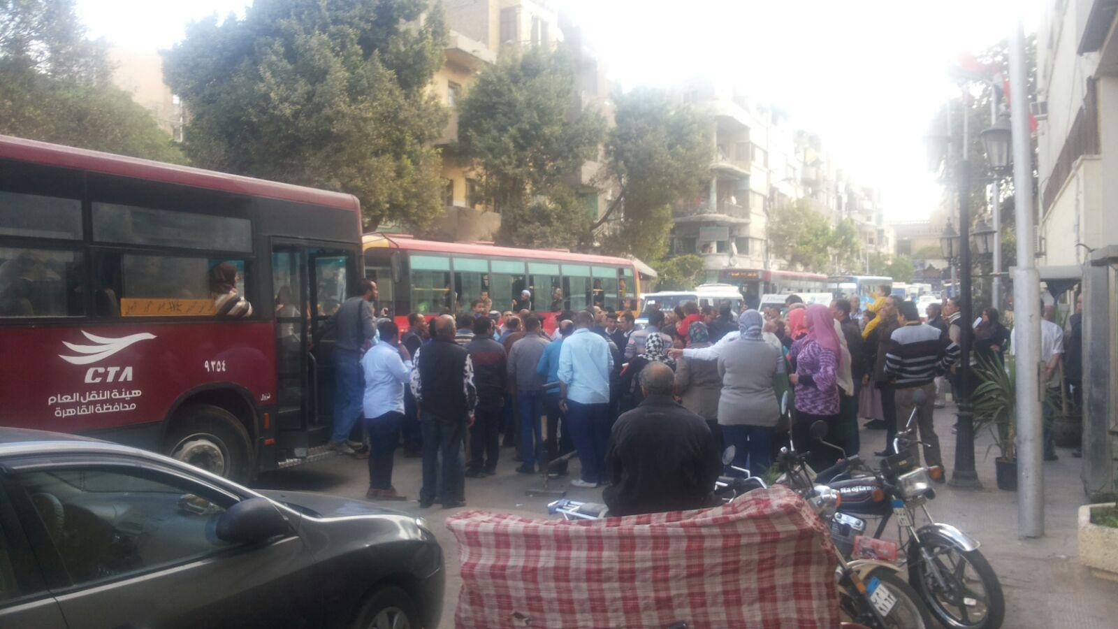 العثور على جسم غريب أمام مسجد الفتح.. وطوق أمني بميدان رمسيس
