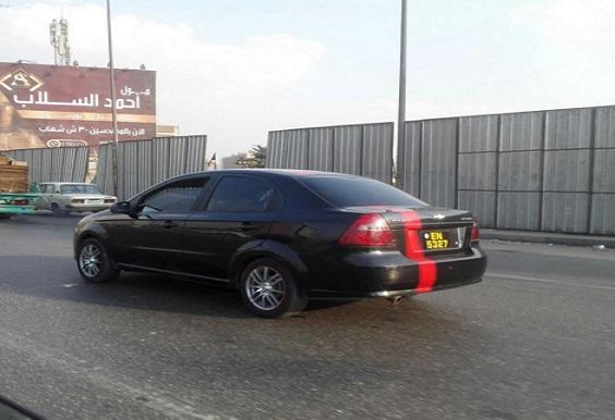 ع الدائري.. سيارة بلوحات معدنية مخالفة