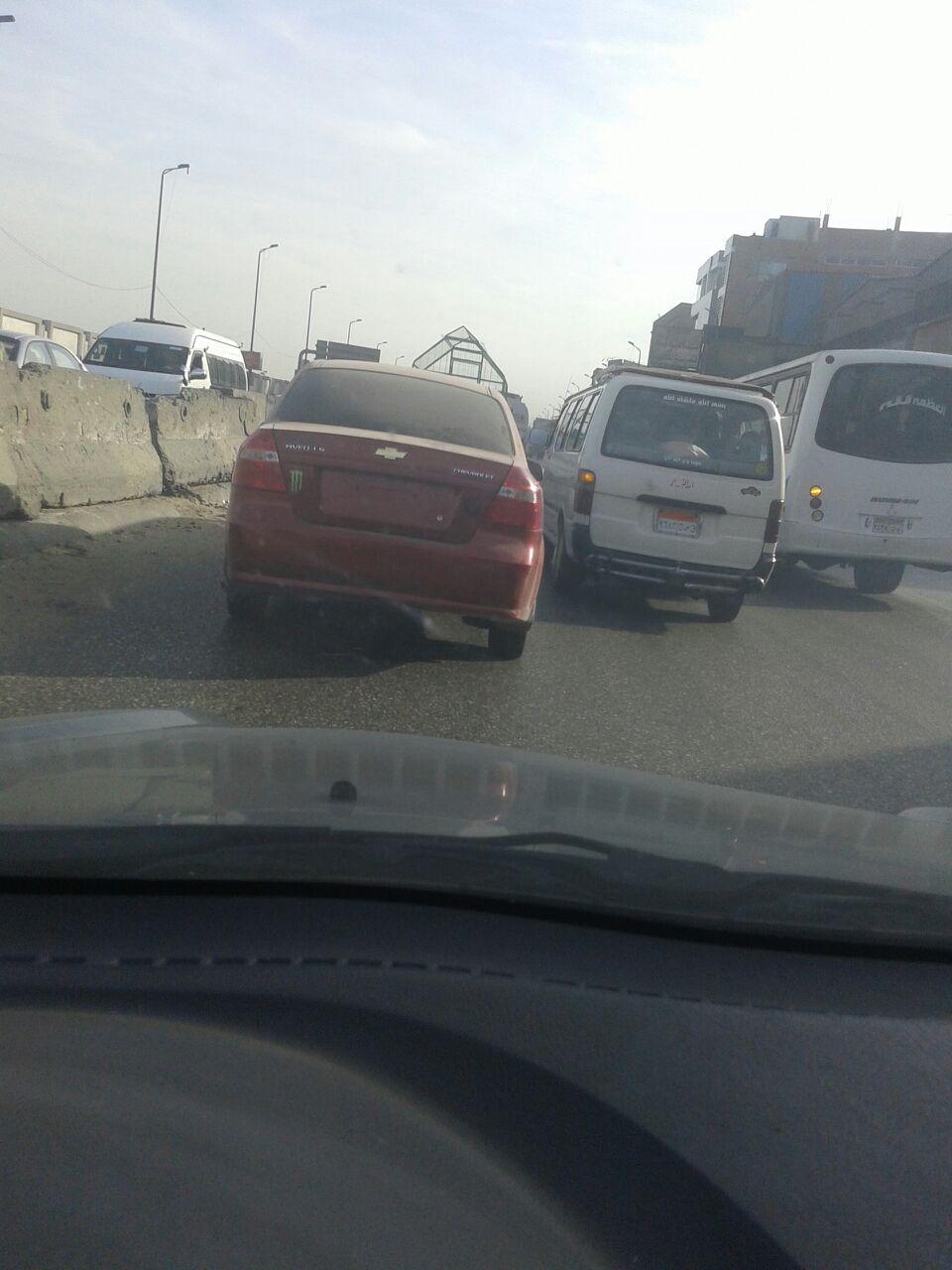 سيارة دون لوحات معدنية وزجاج فاميه على قليوب ـ القاهرة الزراعي