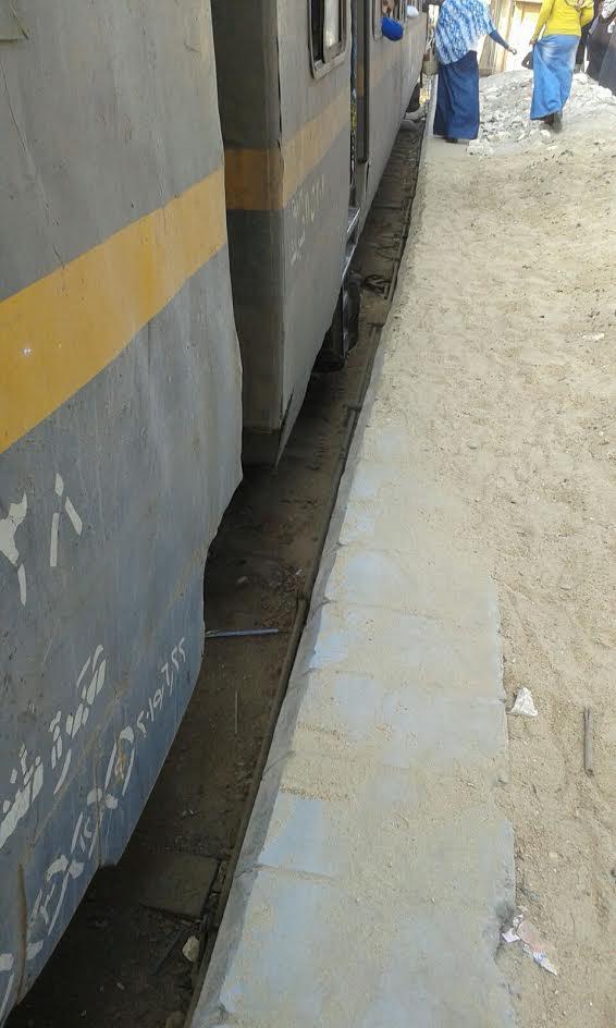 رصيف محطة قطارات الشهداء المنوفية يهدد حياة الركاب