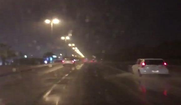 ▶| بالفيديو.. سقوط أمطار غزيرة في الكويت هذا المساء