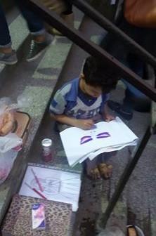 مواهب مصر عَ الرصيف.. رسام صغير يبحث عن حياة في غياب الدولة
