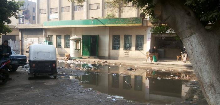 📷| مياه الصرف تحاصر مكتب بريد نوبار بشبرا.. ودخوله مهمة مستحيلة
