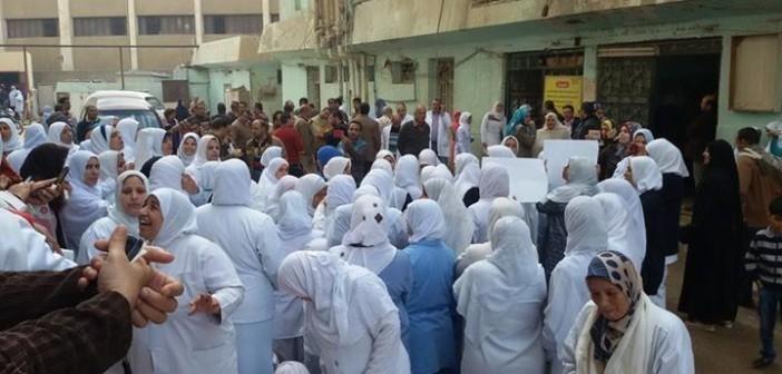 بالصور.. تواصل إضراب التأمين الصحي بالقليوبية للمطالبة بحافز المهن الطبية