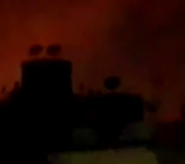 بالفيديو.. حريق هائل في شارع ترسا بالهرم.. وسماع دوي انفجارات