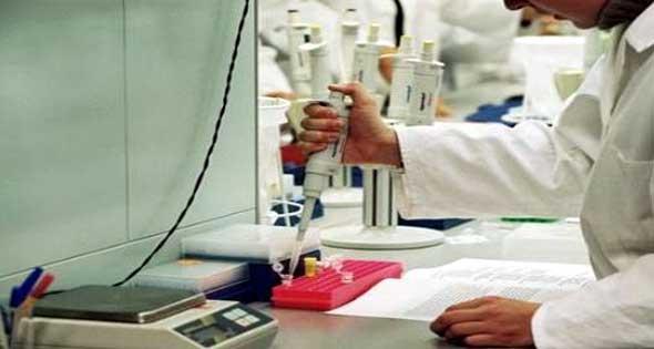 موظف في مستشفى بسوهاج يكتب تحليلا لمواطنة مريضة بالقلب رغم عطل الجهاز
