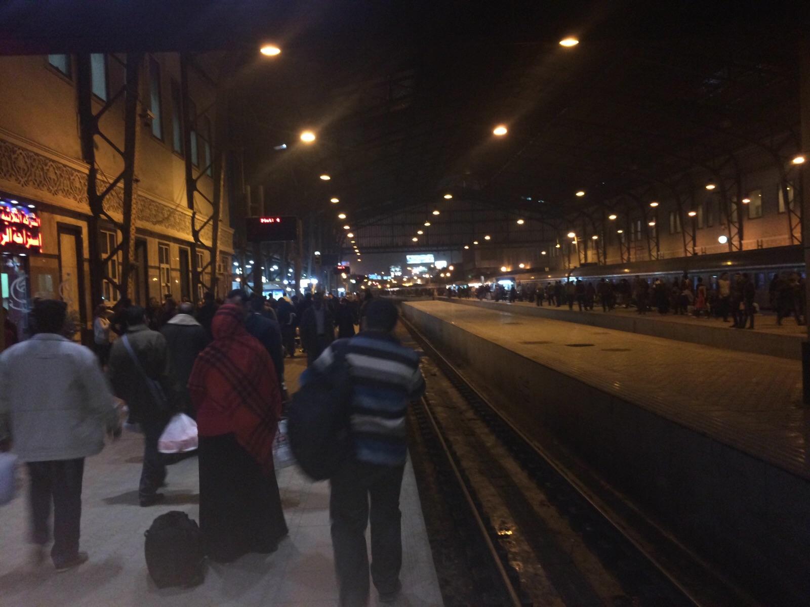 إضراب السائقين يشل حركة القطارات.. ومئات العالقين منذ ساعات
