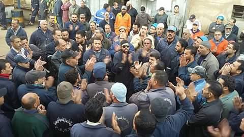 بالصور.. 13 يومًا.. عمال معتصمون بشركات قناة السويس: نُهدد بالأمن الوطني